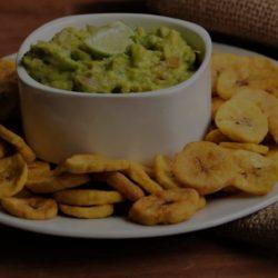 Plantain-Chips et Guacamole-