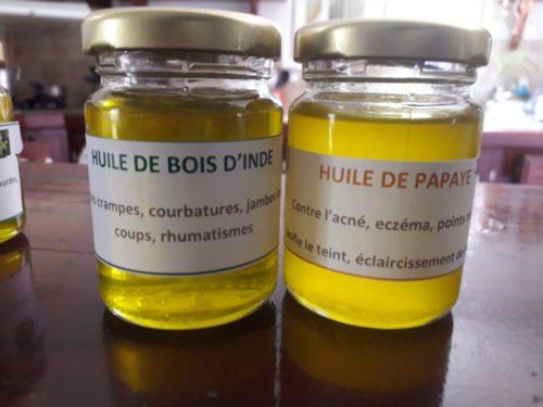 Huile de papaye et huile de bois d'Inde